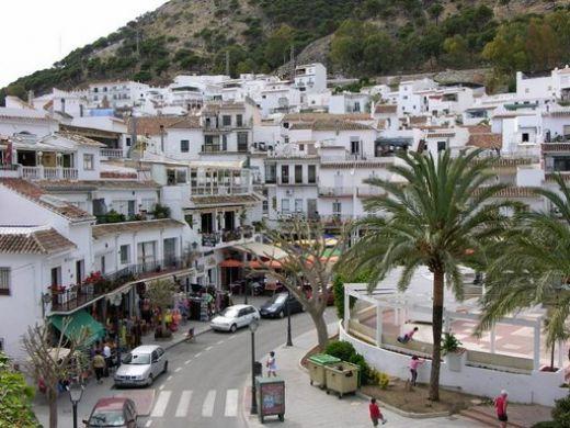 Många vita städer i Spanien