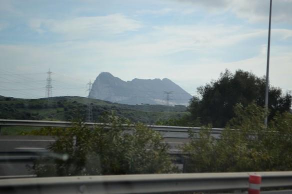 Nu skymtar vi Gibraltar klippan