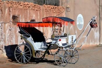 Denna vagn står vid utgången till campingen....