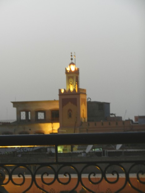 Nu tändes lamporna i minareten