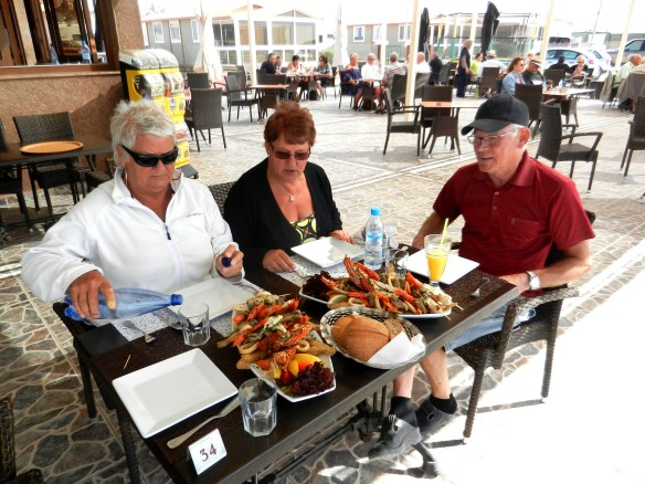 Lunchen intogs på restauranen vid havet....