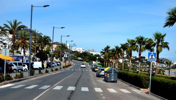 Vi kör utefter stranden mot  Mojácar