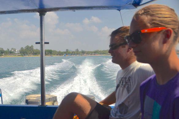På väg ut med speedboat