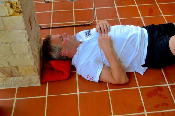 Ulf sover på golvet