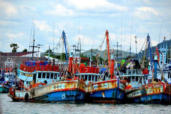 Båtar i färjeläget Ban Phe
