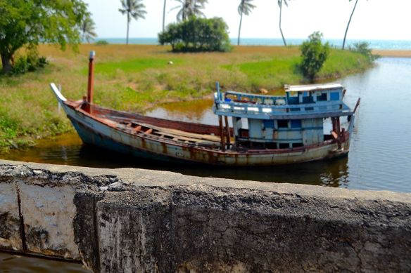 Båt vid muren