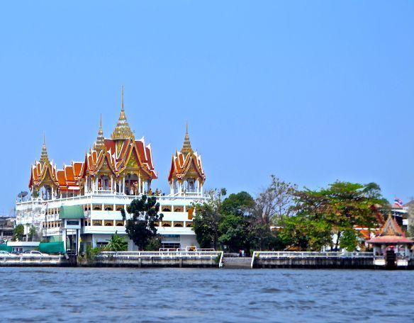 Tempel på floden