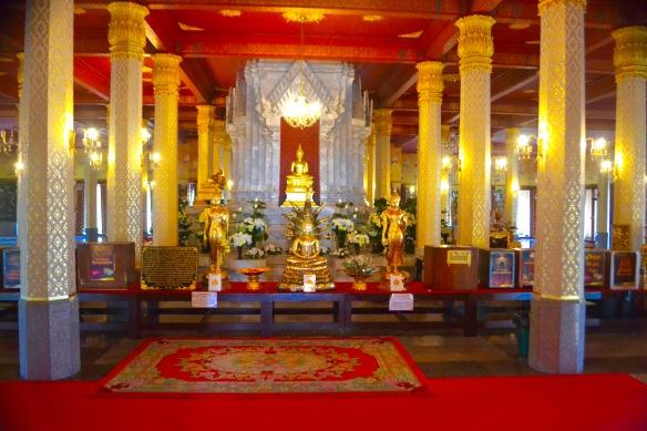 Inne i templet